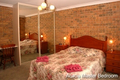 Acacia apartments Queen Sized Bed